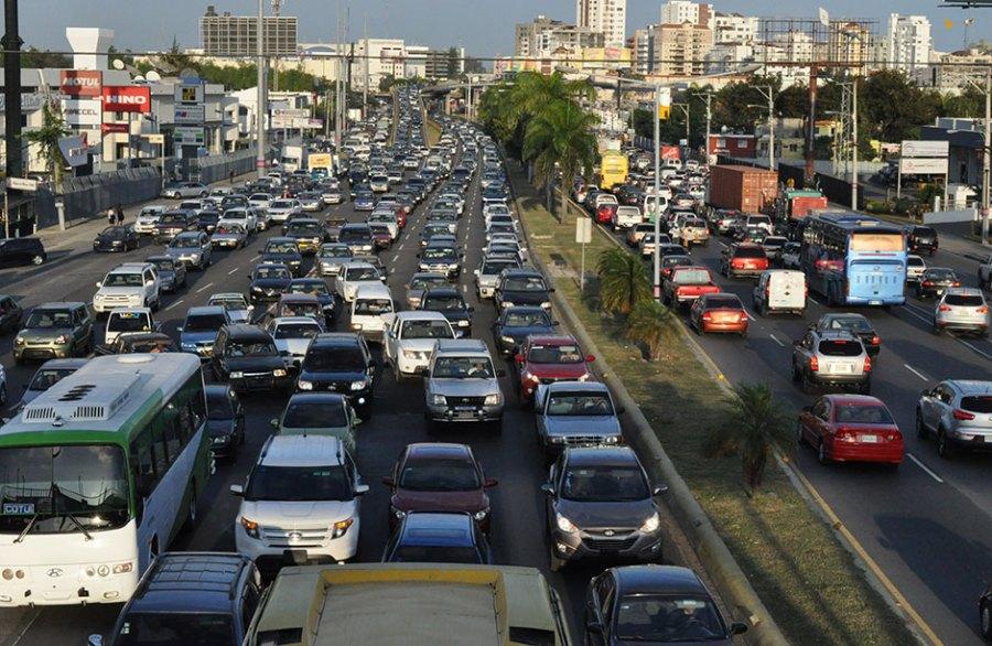 Transitar por las calles de Santo Domingo se torna traumático. No hay régimen de consecuencias y las autoridades no muestran solución al caos.