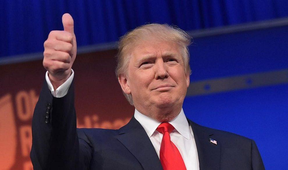 Trump se sienta con empresarios hispanos y habla de empleos