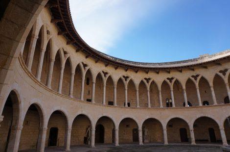 Patio interior del Castillo de Bellver