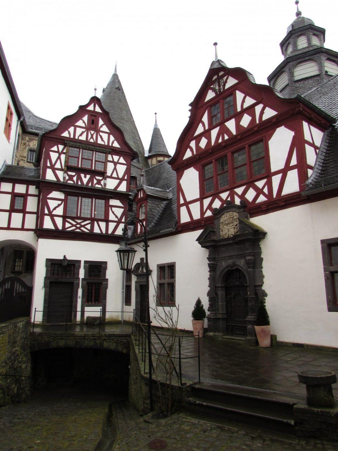 castillo de bürresheim interior