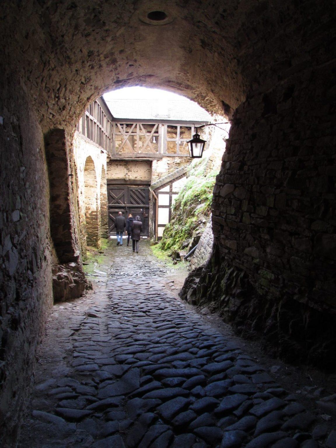 entrada castillo de  burresheim