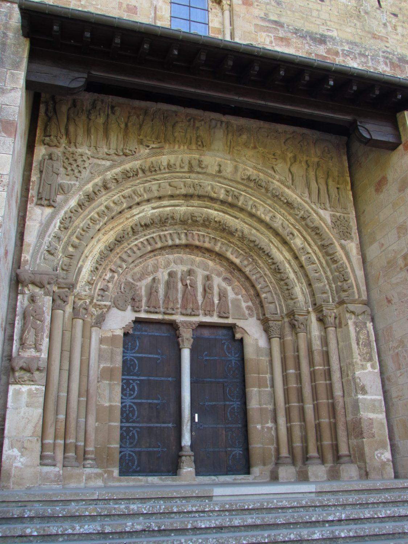 Visitar el monasterio de Leyre en Navarra