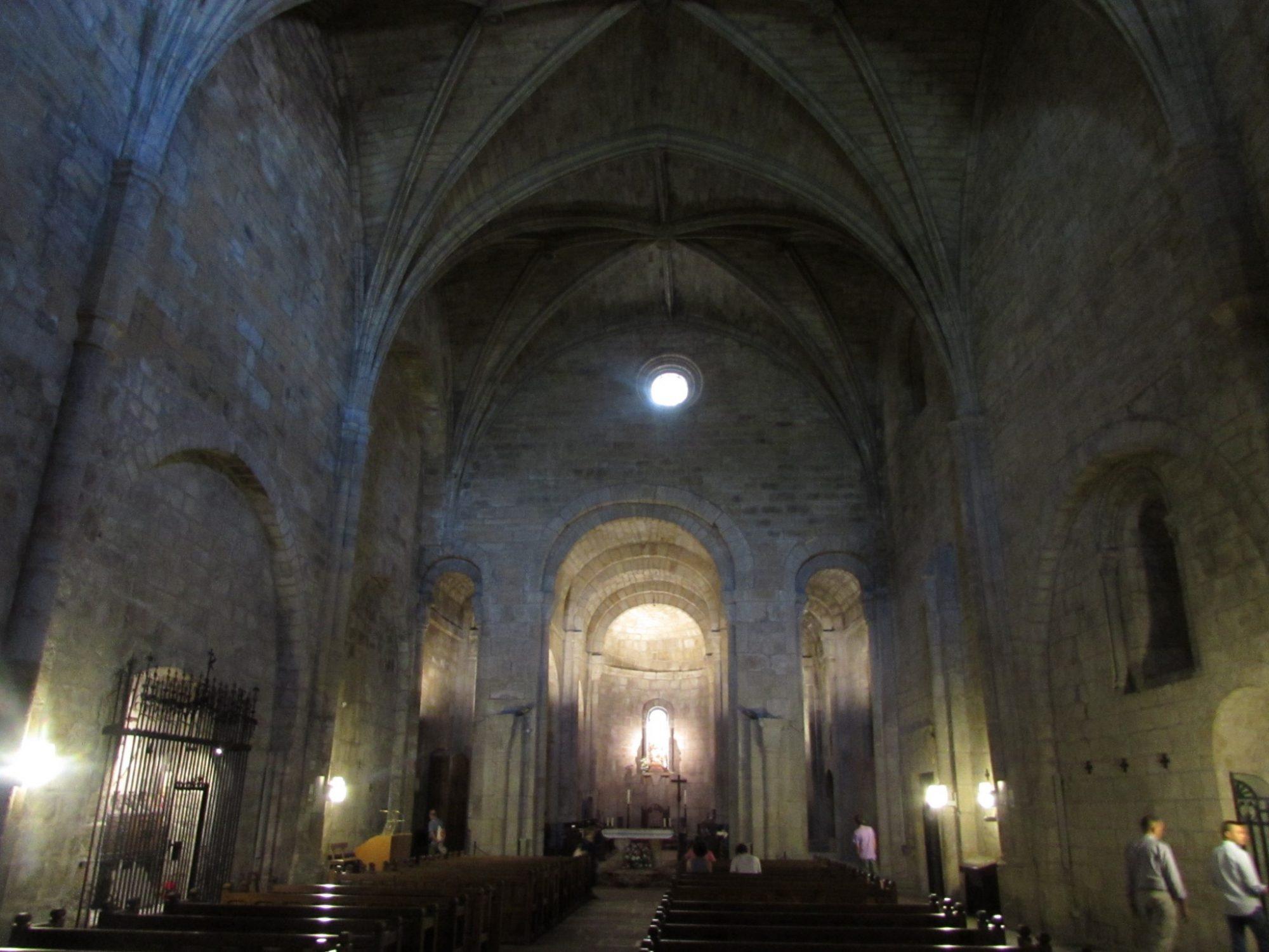 Interior iglesia Monasterio de Leyre