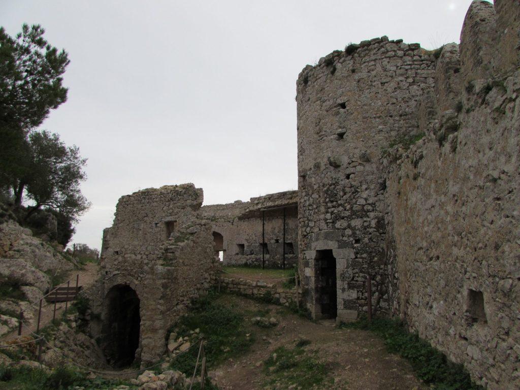 interior castillo santueri 2