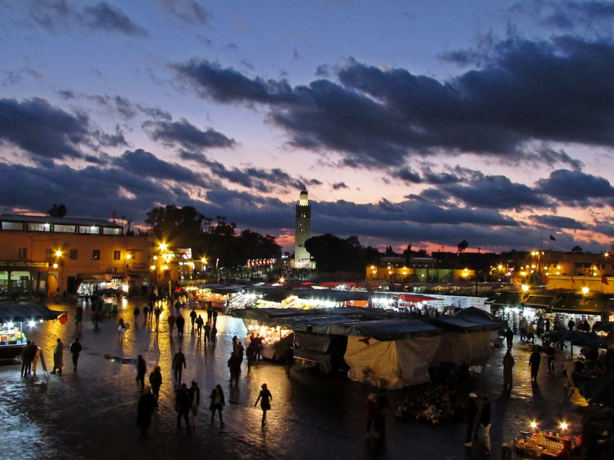 Atardecer en la plaza de Jmaa el Fna