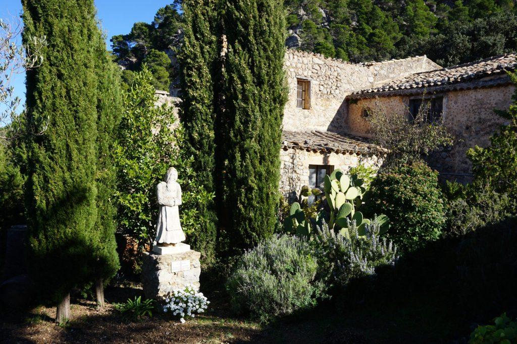 Estatua de Joan de la Concepció Mir en la ermita de la Santísima Trinidad