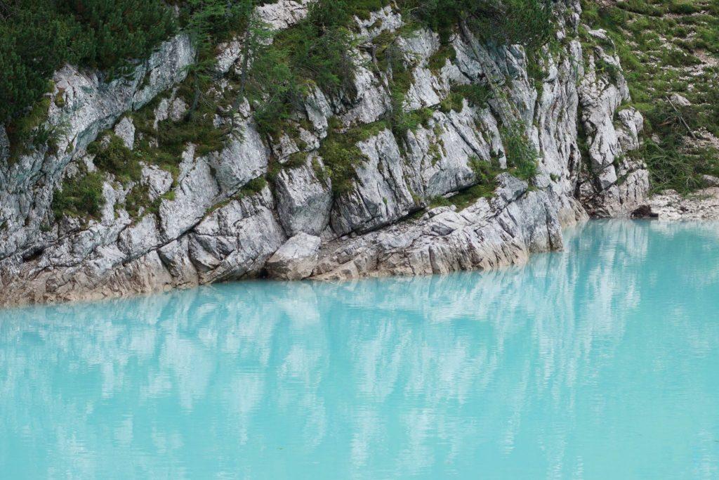 Lago di Sorapiss es uno de los lugares que ver en los Dolomitas