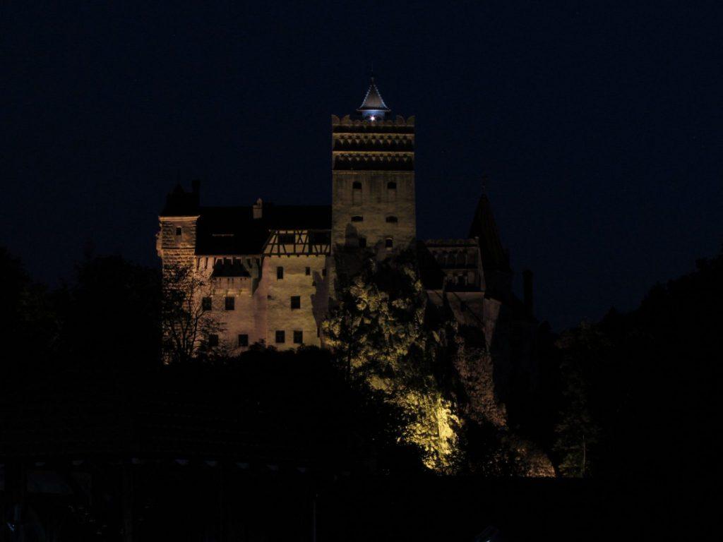 Castillo de Bran de noche
