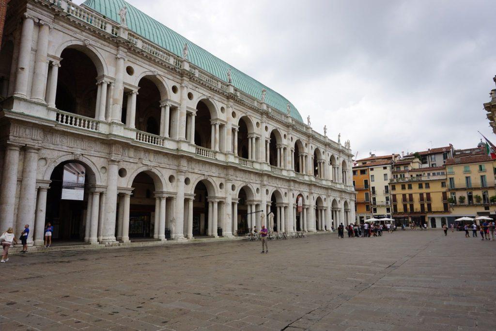 fachada principal de la basilica palladiana,