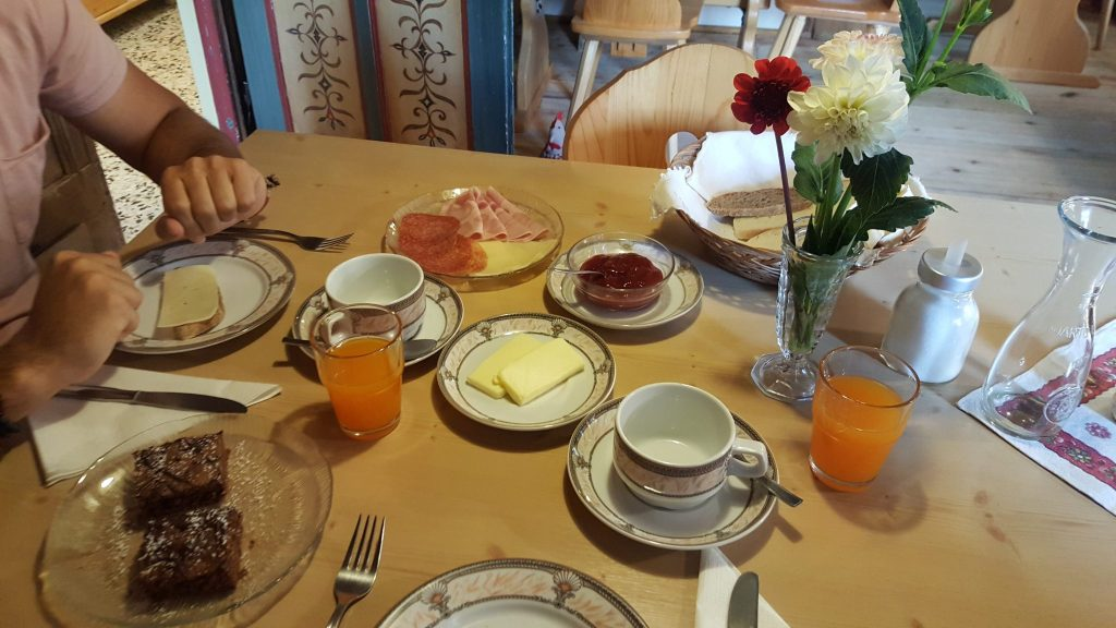 desayuno alojamiento dolomitas