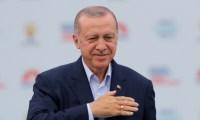 فاينانشال تايمز: أردوغان رجل تركيا القوي يدفع الليرة للهاوية