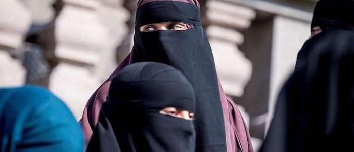 التايمز: البرقع طابور خامس…سنصحو من نومنا لنجد أنفسنا في جمهورية بريطانيا الإسلامية