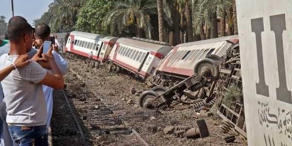 إصابة 13 شخصا في حادث خروج قطار عن سكته في المنوفية