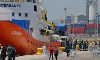 """إيطاليا تحتجز سفية لمهاجرين أكواريوس """"لوجود نفايات سامة على متنها"""""""