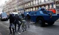 """الشرطة الفرنسية تكشف الستار عن """"سلاح سري"""" لوقف السترات الصفراء"""