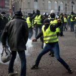 كيف أصبحت السترات الصفراء تهدد سياسة الرئيس الفرنسي رغم انقسامها؟