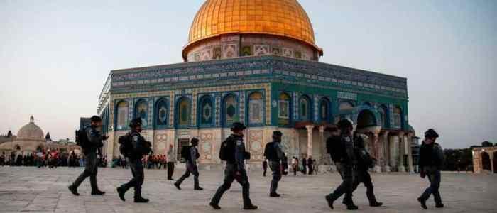 القوات الاحتلال الإسرائيلي تحاصر مسجد قبة الصخرة