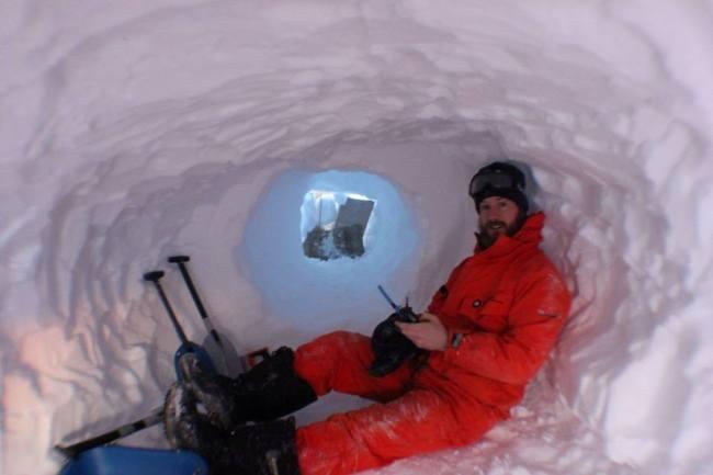Eldoradonews tend son micro à Alexander, ingénieur satellite en Antarctique pendant 15 mois !