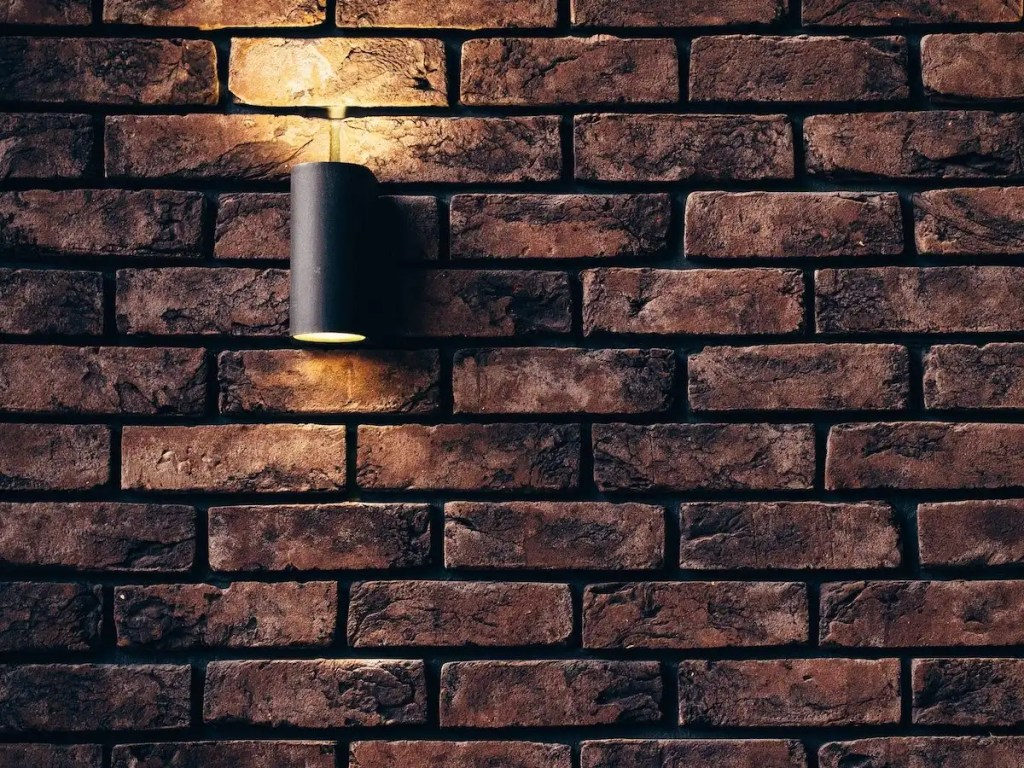 How much does it cost to have an outside light fitted