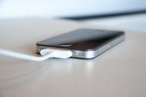 smartphone qui charge
