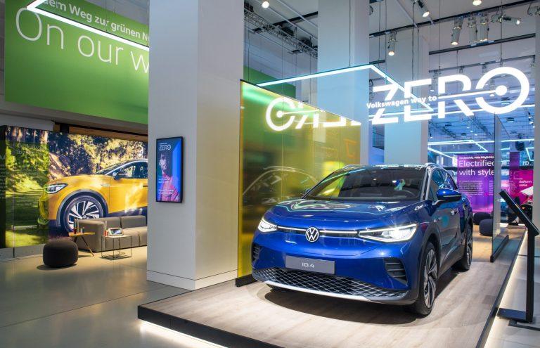 ID.4 1st (150 kW) Stromverbrauch in kWh/100 km (NEFZ): 16,2 (kombiniert); CO₂-Emission in g/km: 0 (kombiniert); Effizienzklasse: A+.* Die Sonderedition ID.4 1st wird nicht mehr zum Verkauf angeboten. ID.4 Pro Performance Max (150 kW) Stromverbrauch in kWh/100 km (NEFZ): 16,2 (kombiniert); CO₂-Emission in g/km: 0 (kombiniert); Effizienzklasse: A+.* Fahrzeugabbildung kann vom Auslieferungsstand abweichen.  Bild: Kai-Uwe Knoth/knoth fotografie