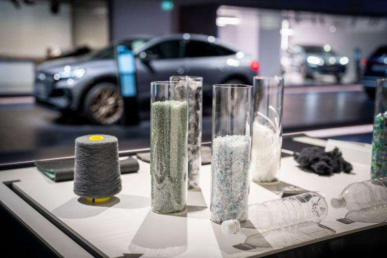 Audi Q4 Sportback 50 e-tron (220 kW): Stromverbrauch kombiniert in kWh/100 km (NEFZ): 17,9–15,6, CO2-Emissionen kombiniert in g/km: 0 g/km, Effizienzklasse: A+ Angaben zu den Stromverbräuchen und CO₂-Emissionen bei Spannbreiten in Abhängigkeit von der gewählten Ausstattung des Fahrzeugs. Abbildung zeigt Sonderausstattung. Bild: Kai-Uwe Knoth/knoth fotografie