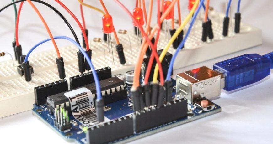 salidas digitales en la placa arduino 1080x675 1 - Electrogeek