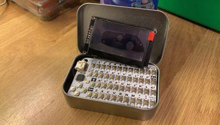 embee one convierte un arduino y una lata de altoids en una computadora de bolsillo al estilo de los 80 6021d8a91d9d9 - Electrogeek