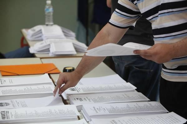 Μέχρι τα μεσάνυχτα η μάχη των ψηφοδελτίων: Ο Κατρούγκαλος εκτοπίζει παλαιά στελέχη