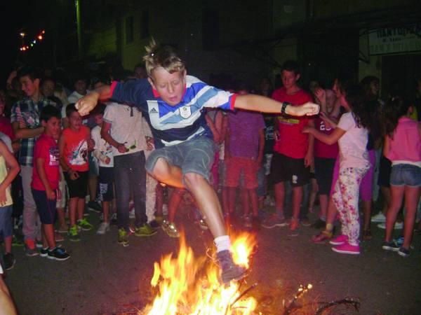 Αναψαν φωτιές στην Ανω Πόλη Κυπαρισσίας