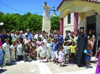 Στο ναό Ζωοδόχου Πηγής Ριζόμυλου-Καρποφόρας: Ομαδική βάφτιση 28 παιδιών