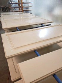 painting cabinets 98074