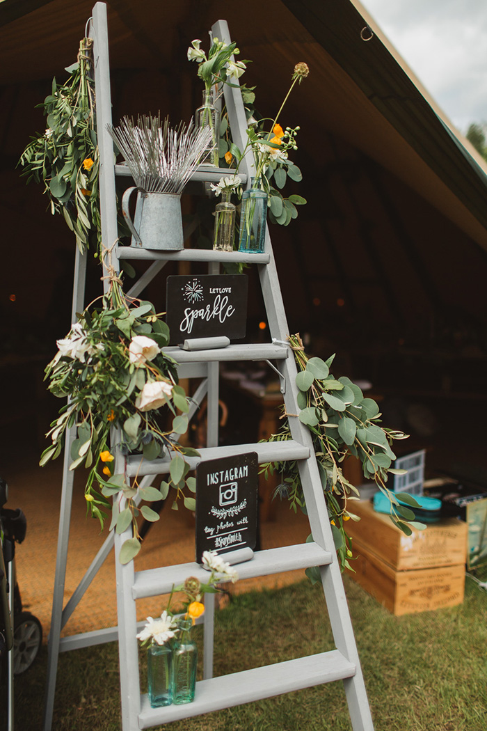 20 Creative Shabby Chic Ladder Wedding Decoration Ideas