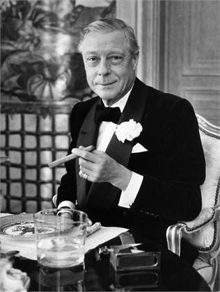 Il Duca di Windsor con una tipica giacca da smoking con bavero a scialle