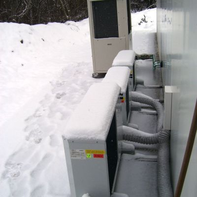 Außeneinheit Wärmepumpe und Klima (vorne)
