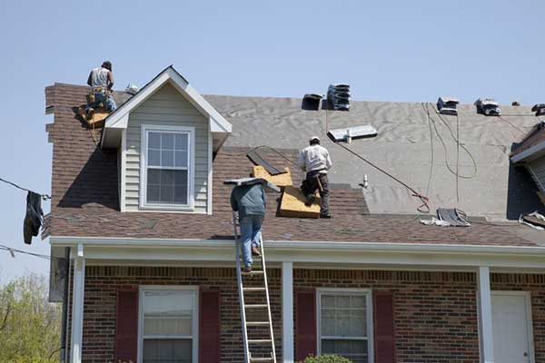Roofing Contractor replaces a roof in pleasanton, CA
