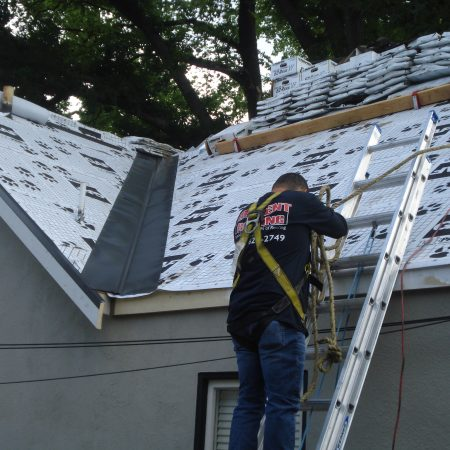 image of contractor providing roofer in union city services