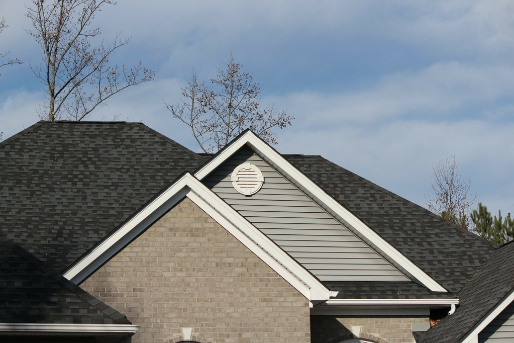 newly installed residential roof from a roofer in alamo
