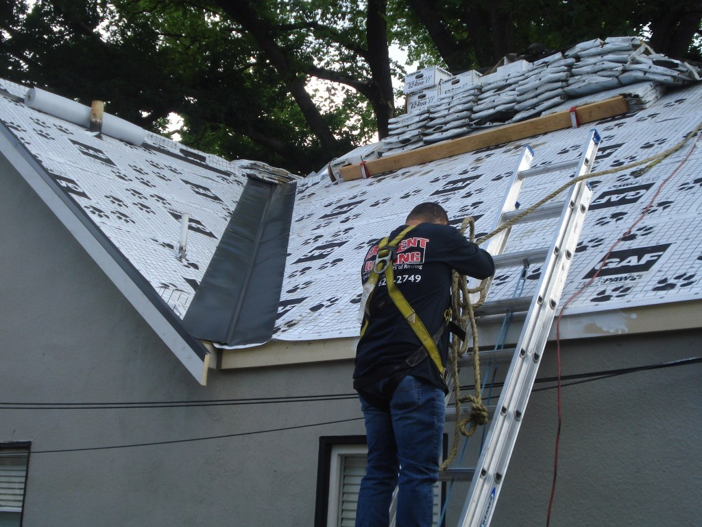 san leandro roofer at work on a home