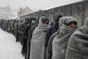 Uomini che ghiacciano alla frontiera