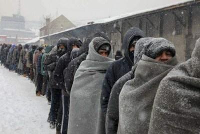 Uomini ghiacciano alla frontiera