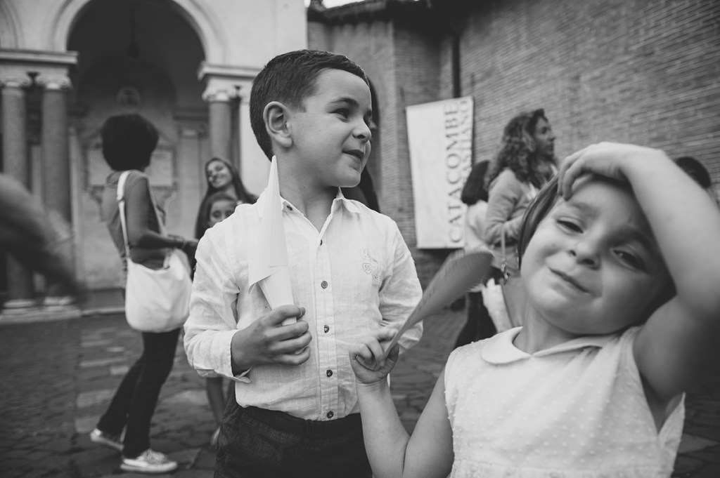 Destianation Wedding photography in Rome - kids at the wedding
