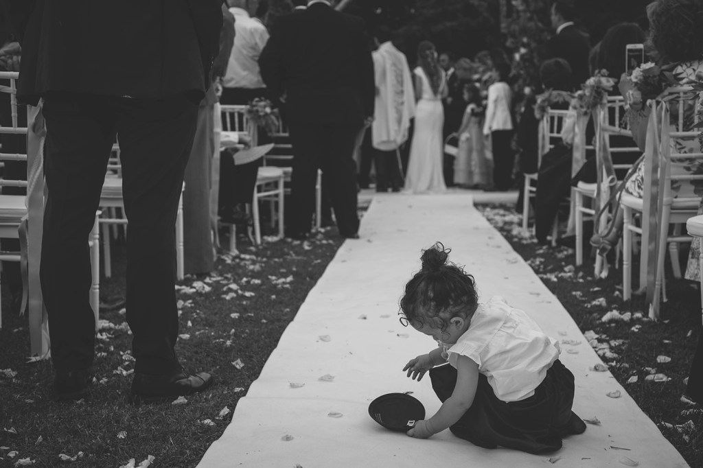 Wedding Photography - Kid playing with a kippah during a Jewish ceremony