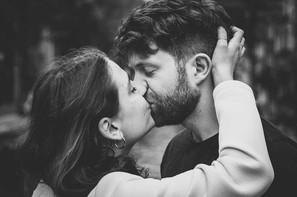 Amsterdam Couple Session - sweet kiss