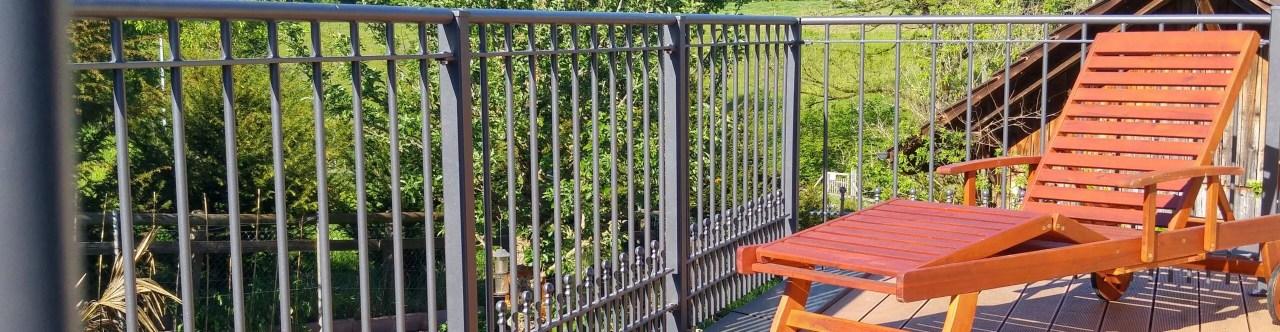 Balkongeländer Perugia in pulverbeschichteter Ausführung mit Spitze Kugelstab