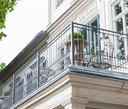 Balkongeländer Lucca aus Metall in pulverbeschichteter Ausführung