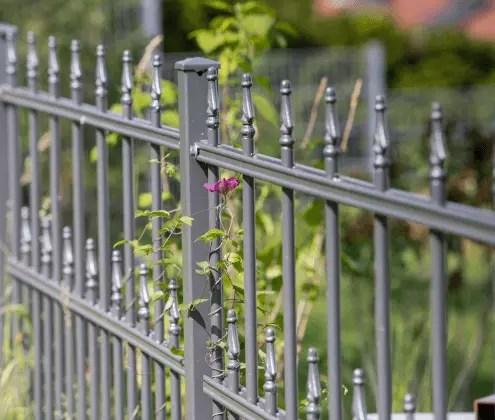 Gartenzaunelemente aus Metall in pulverbeschichteter Ausführung