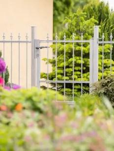 Gartentor Ravenna aus Metall in feuerverzinkter Ausführung mit Pinienspitze