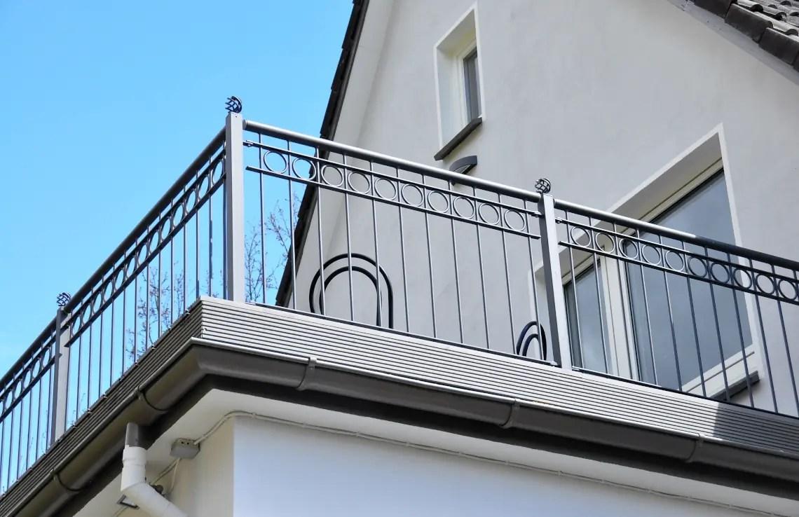 Balkonbrüstung Belluno - pulverbeschichtet