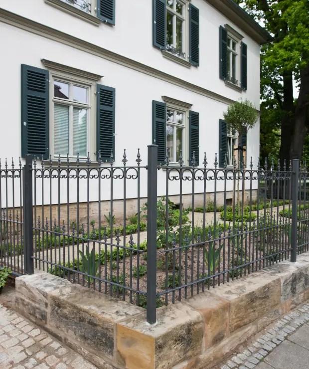 Romantischer Zaun Lucca in pulverbeschichteter Ausführung